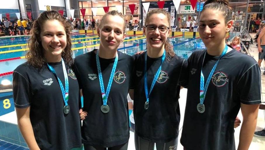 Óriási siker az ob-n: ezüstérmes a lányok vegyesváltója!